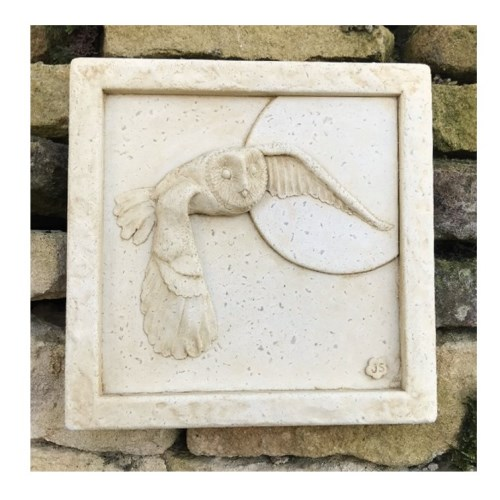 Designed by Jane Soutter, 'Barn Owl' is made with a weather resistant Iberian marble and cement mixture and finished with a stain to give an aged effect. This garden ornament makes an unusual garden feature hanging on a wall or even a tree. -Approx dimensions: -Height 23cm-Width 23cm-