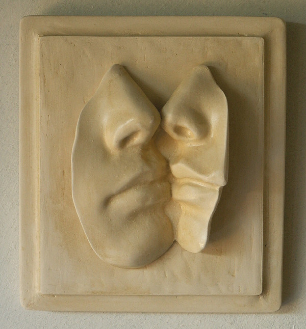Garden Ornaments : Body Sculptures : Kiss Wall Tile